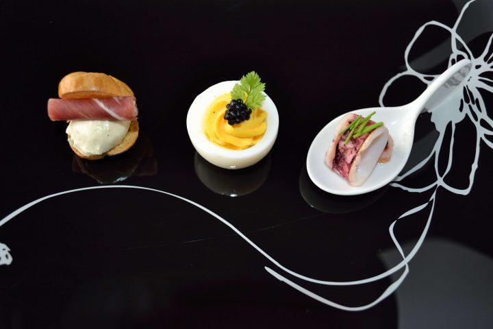 スタッフ・ド・エッグ 山葵菜クリームチーズのプチシュー ヤリイカのアリ・オ・リオ